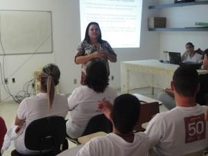 Enfermeira Cacilda ministra palestra no penúltimo dia da Sipat