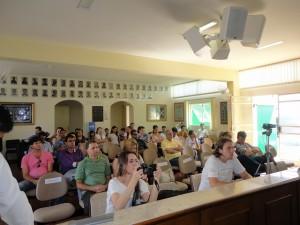 Público prestigia e registra momento que entra como marco da história da Câmara local