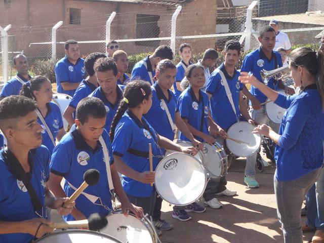 Participação especial: Banda da Apae propaga o clima festivo na solenidade de abertura do 11º Dia Nacional do Campo Limpo no Município