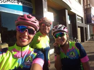 Trespontanos que praticam esporte ciclismo