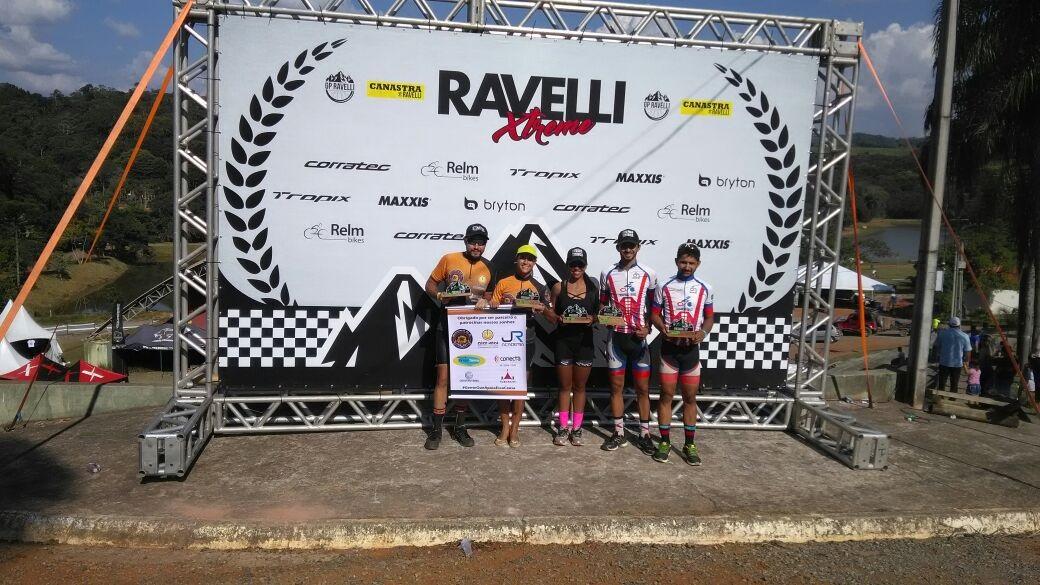 Ciclistas de TP em GP Ravelli