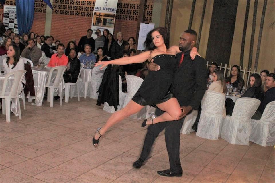 Apresentação de dança em Festa do Rotary