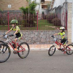 Criança de bicicleta TOC