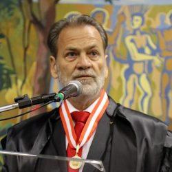 Conselheiro Durval Durval Ângelo pronunciando no Tribunal de Contas