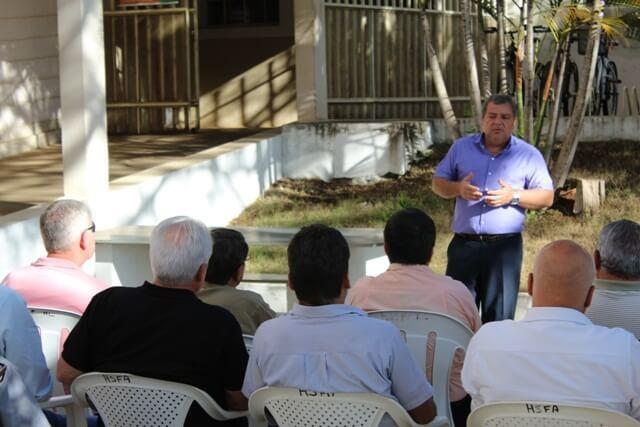 Diretor do Hospital São Francisco de Assis fala durante homenagem