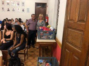 Alimentos doados por alunos do enem