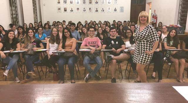 Estudantes se preparam para o Enem em Três Pontas